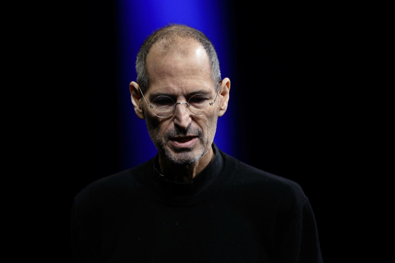 """Meios de comunicação tornaram Steve Jobs num """"super-herói"""" depois da morte  - iClub"""